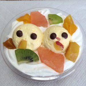 ヒヨコちゃんのフルーツパフェ