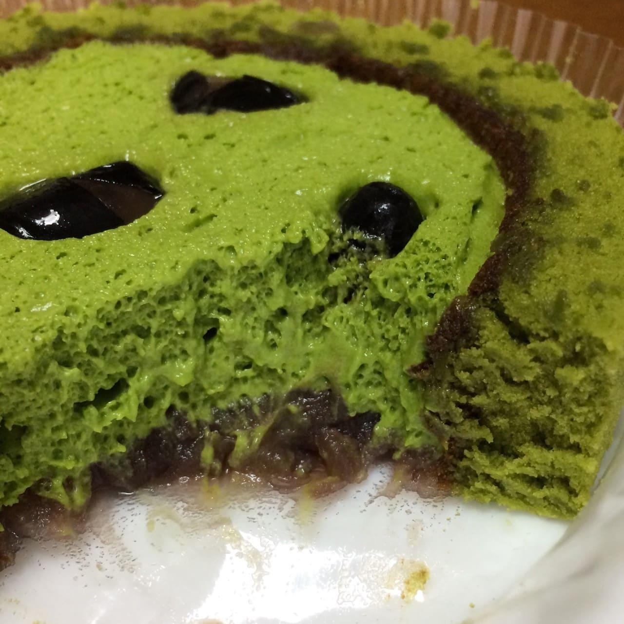 宇治抹茶と丹波黒豆のロールケーキ断面