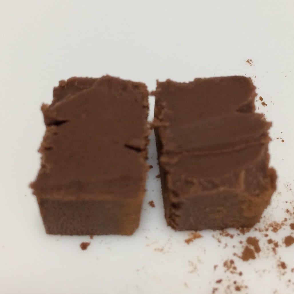 糖質84%カットのとろけるショコラ 生チョコ風断面